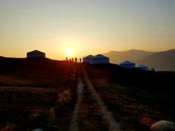 Yurte al tramonto