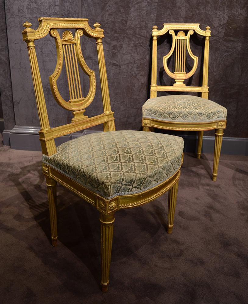 Suite de cinq chaises à dossier lyre, d'époque Louis XVI, en bois sculpté et doré Estampillées Brizard, vers 1785 Sulpice Brizard, maître en 1762