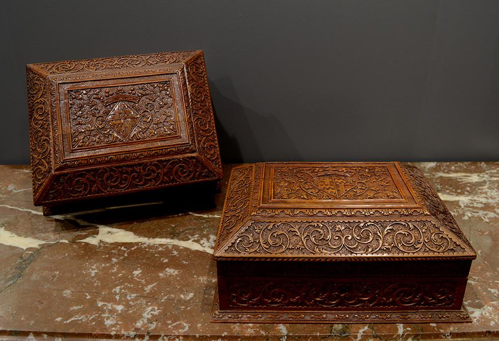 Paire de coffrets de toilette en bois de Sainte Lucie Attribués à César Bagard Nancy, vers 1705 Aux armes de la marquise de Vérac, veuve en 1704.