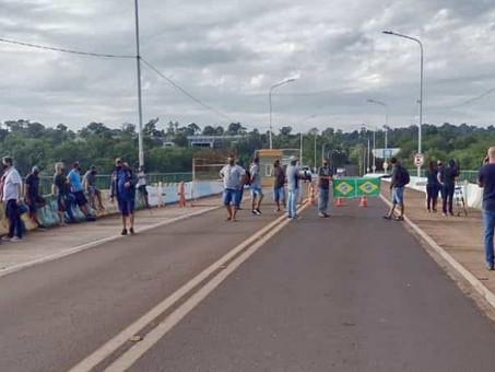 Caminhoneiros protestam na fronteira com a Argentina contra exigência de novo teste Covid