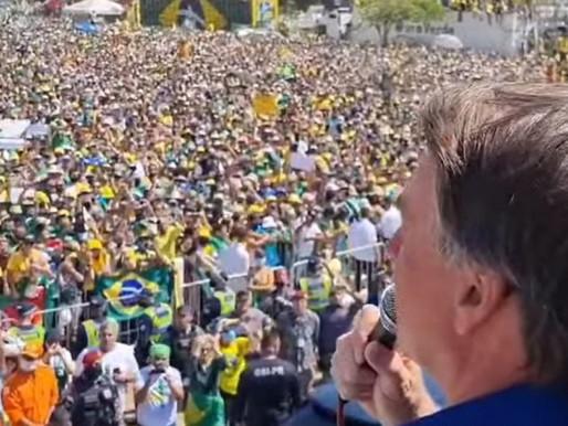 Bolsonaro: 'Quem age fora da Constituição se enquadra ou pede para sair'