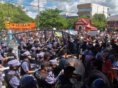 Argentinos de Formosa protestam contra quarentena e são reprimidos pela polícia