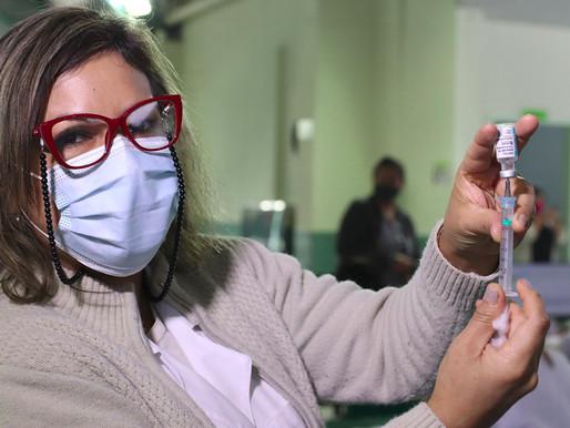 Saúde inicia vacinação contra covid de pessoas com 45 anos