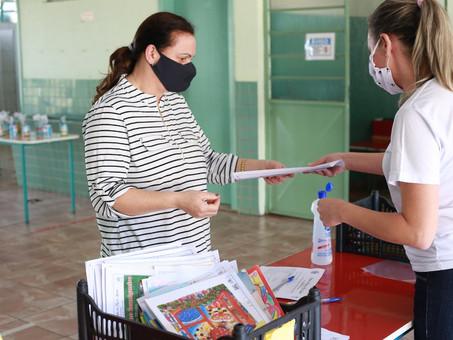 Rede municipal de ensino de Foz retoma entrega de atividades pedagógicas para as famílias