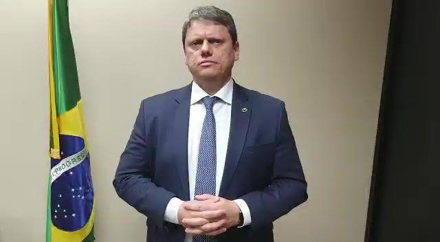 Em áudio, Bolsonaro pede que caminhoneiros liberem rodovias