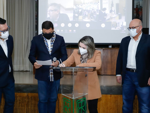 Prefeita Karla Galende assina adesão ao projeto da Nova Ferroeste