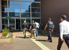 MPPR e PCPR realizam operação contra fraudes a licitações e prendem Prefeito de São Miguel no PR