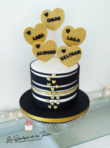 tarta en negro y dorado ines.jpg