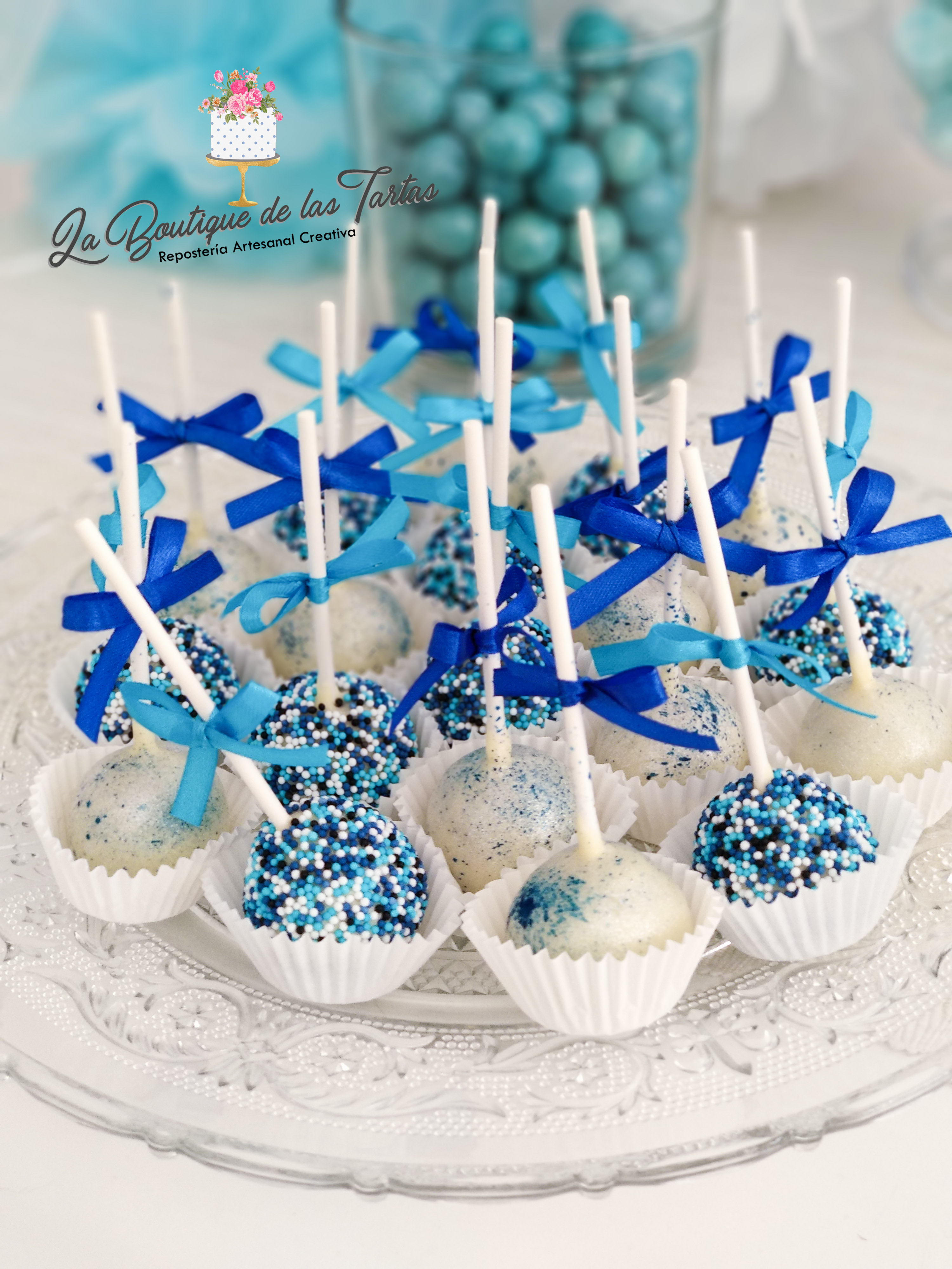 cake pops azules