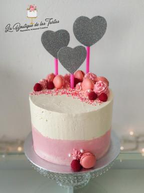 tarta sin fondant crema y rosa.jpg