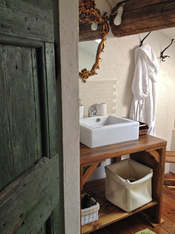 Vescovo private bathroom