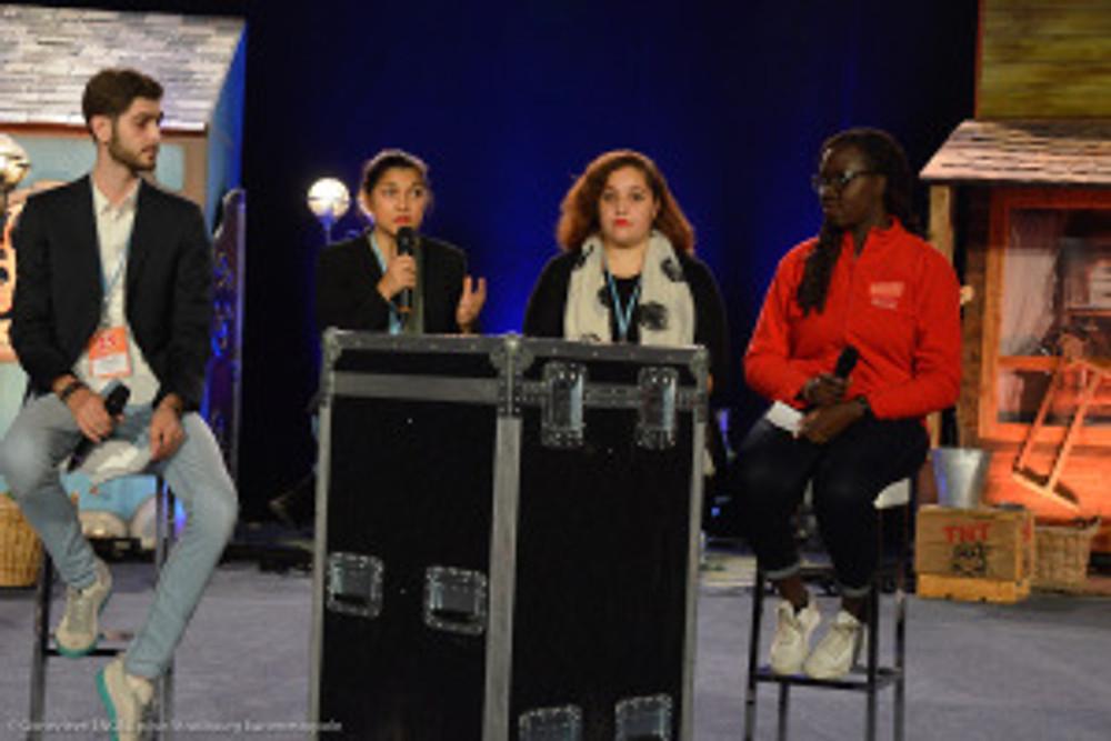 Strasbourg , quartier Cronenbourg, Gymnase de la Rotonde, jeunes , citoyens, Mathieu CAHN, Camille GANGLOFF, ANACEJ - 25 ans-cloture-ceremonie de cloture, acteurs, remise de prix, animation