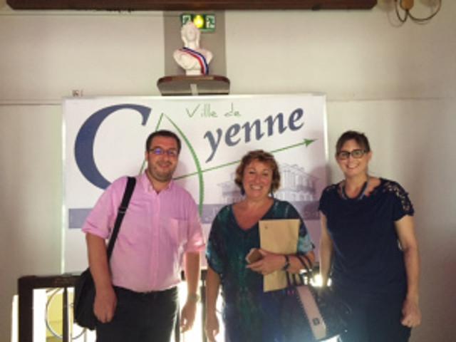 Mathieu Cahn avec Mme Renard, Adjointe en charge de la politique de la ville de Cayenne et Mme Jozon, Responsable sur service DSU ©Anacej