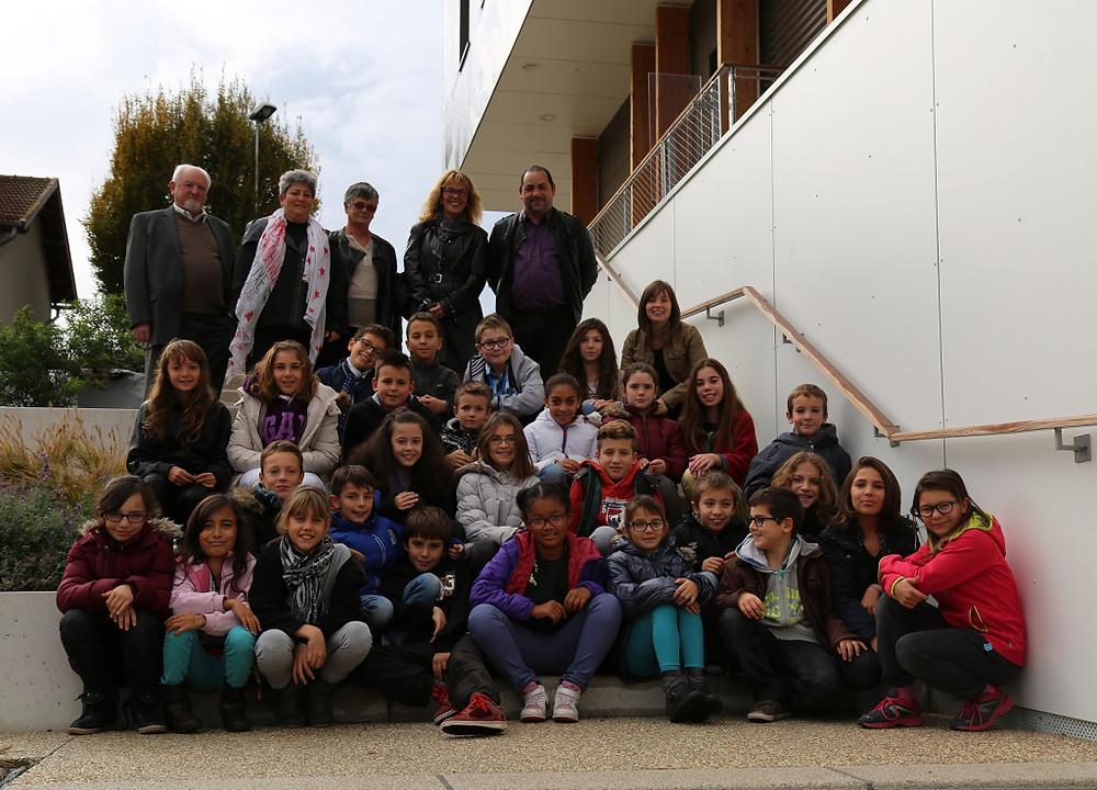 Le Conseil Municipal des Enfants de Saint-Quentin-Fallavier accompagné des responsables du dispositif ©Mairie de Saint-Quentin-Fallavier