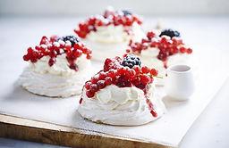meringues_met_rood_fruit_lr_2.jpg