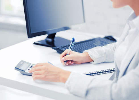 businesswoman-with-notebook-and-calculat