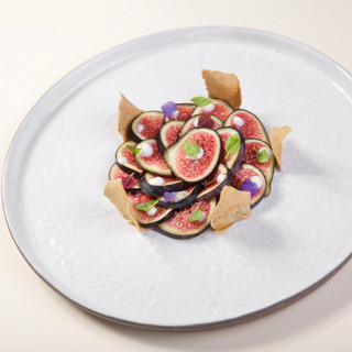 Carpaccio de figues / fromage blanc / sirop d'orgeat