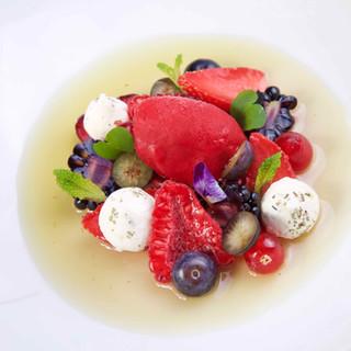 Nage de fruits rouges au thé fumé / sorbet framboise