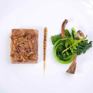 Faux-filet / oignons doux / broccolis sauvages