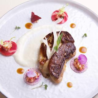 Foie gras poèlé / céleri / radis japonais
