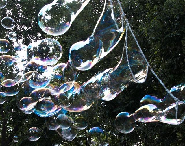 Garland bubble stream