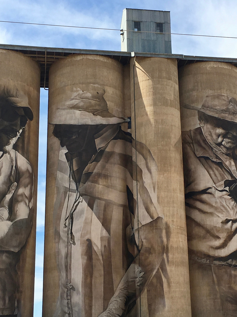 Mural painted on the side of a decommissioned wheat storage silo