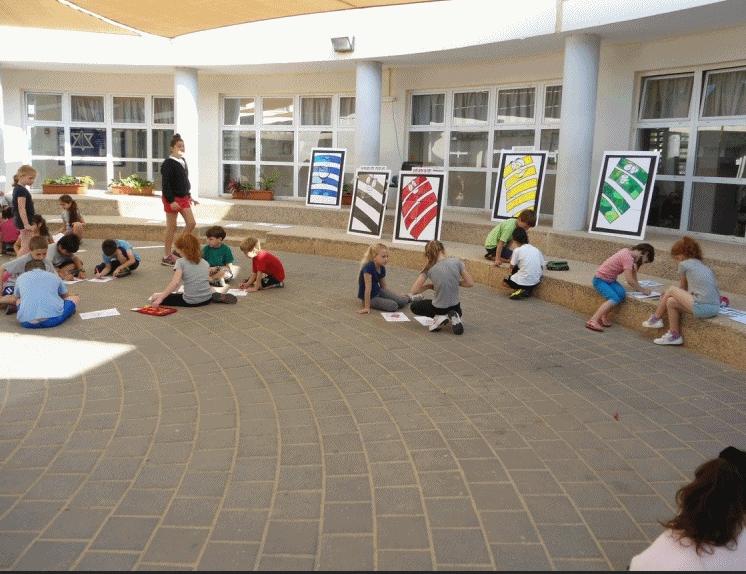 פעילויות בבתי ספר סביב חיוכים בדרכים