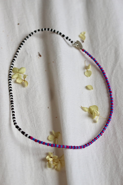 Contrasting Beaded Necklace