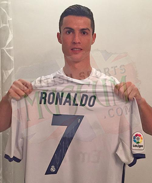 W-Ronaldo-Back-Signed-Real-Madrid-Home-Shirt-22