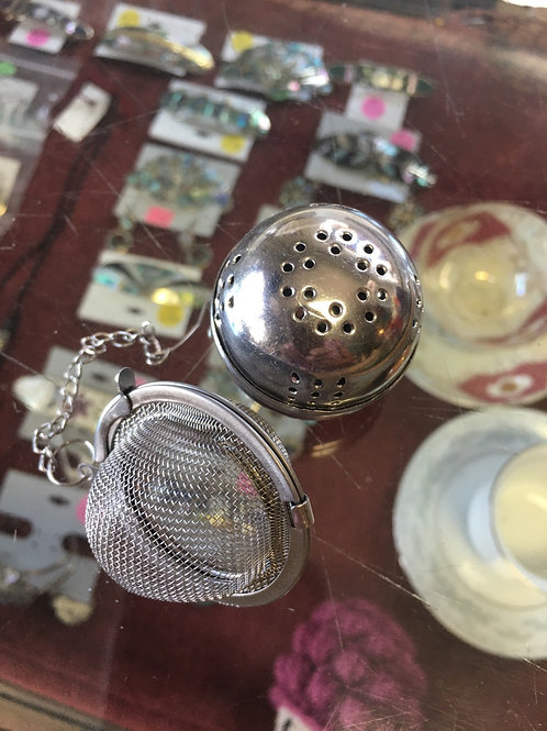 Stainless steel ball or mess infusers .