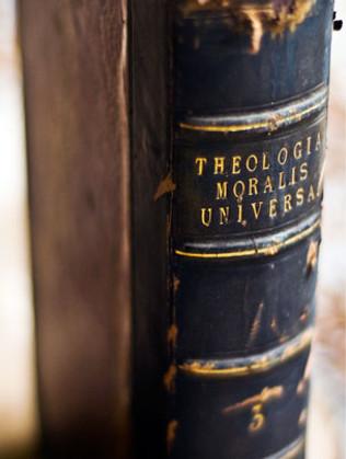 theologia-moralis-universa2 (2).jpg