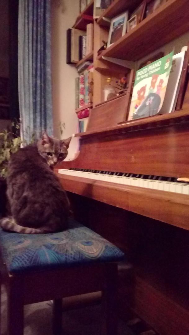 Dizzy playing piano