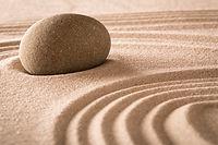 砂の中の岩
