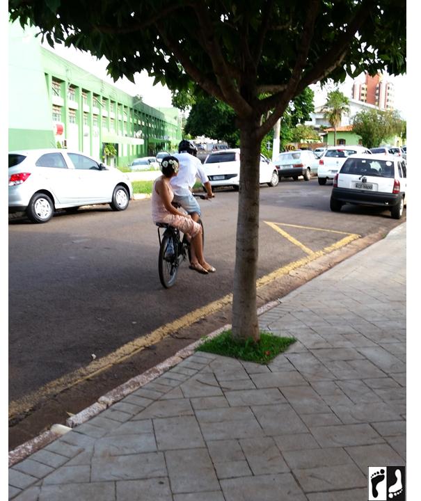 Casal de bike