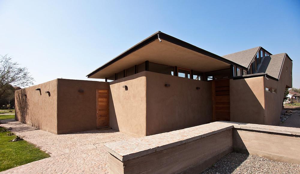 Casa Munita Gonzalez, no Chile, feita com uma técnica construtiva bastante similar ao pau-a-pique. Foto: Luís Garcia.