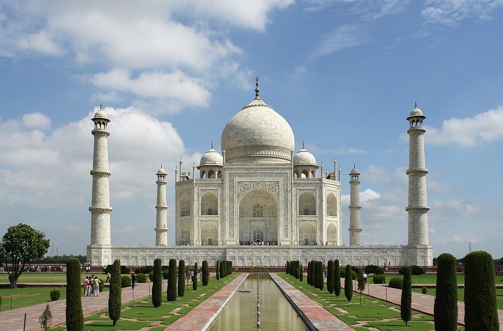 Taj Mahal, na Índia, com toda sua estrutura feita em terra. De pé desde 1653.