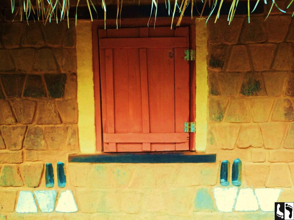 Muro de adobes em uma casa localizada no TIBÁ.