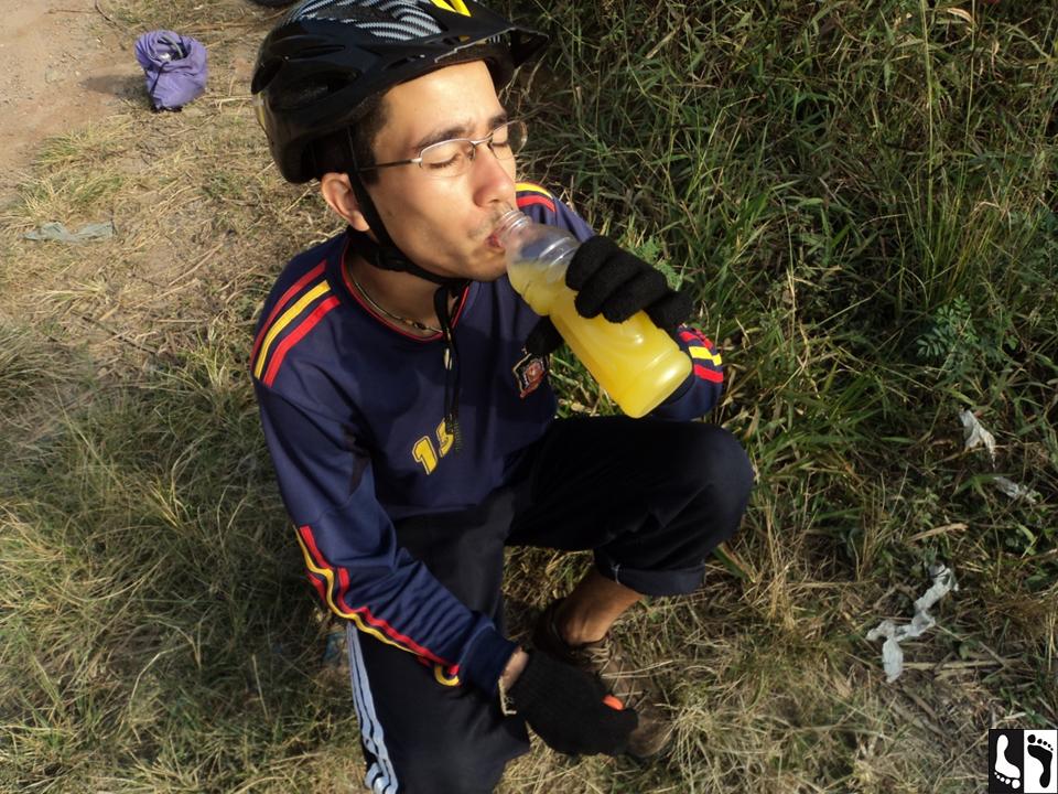 Hidratando; suco de laranja natural.