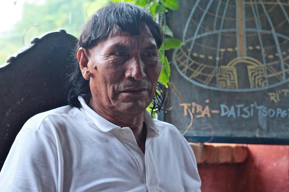 """Tsito'Ti, cacique Xavante. Eles se referem aos brancos como """"Warazu"""", que, em seu idioma, significa """"homem sem tempo"""". Foto de Pedro Kiua, 2012."""