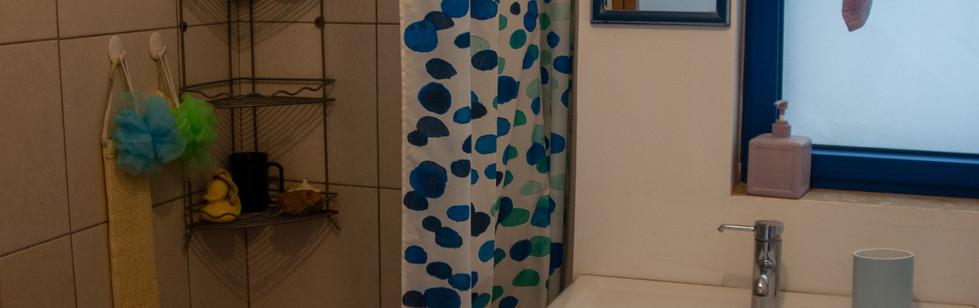 אירוח גולדן ביץ' האוס מקלחת 2