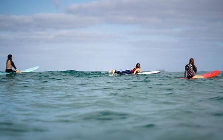 surf groups lessons שיעורי גלישה קיסריה מצפן הים