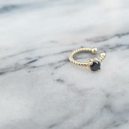 עגיל הליקס ללא חור- חוט מסולסל זהב, משובץ יהלום שחור