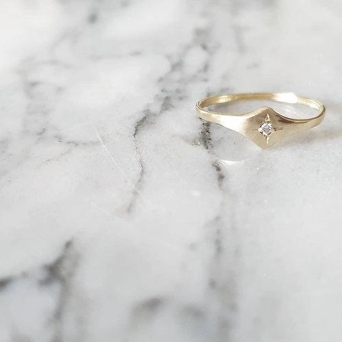 טבעת מעויין ויהלום- זהב