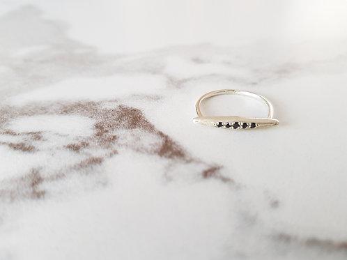 טבעת TRIGO - כסף וזירקון שחור