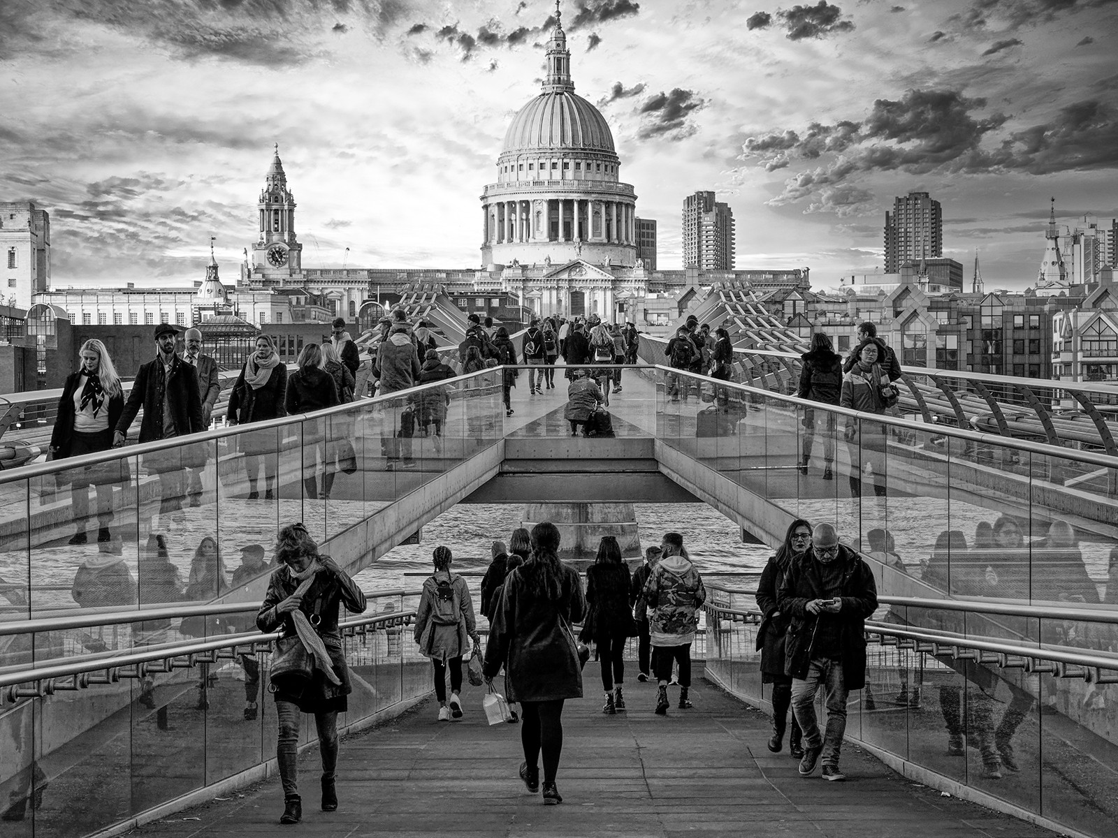 'St Pauls' by William Allen (10 marks)  -  City of Belfast Photographic Society