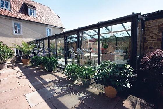 Weincafé in der Orangerie.jpg