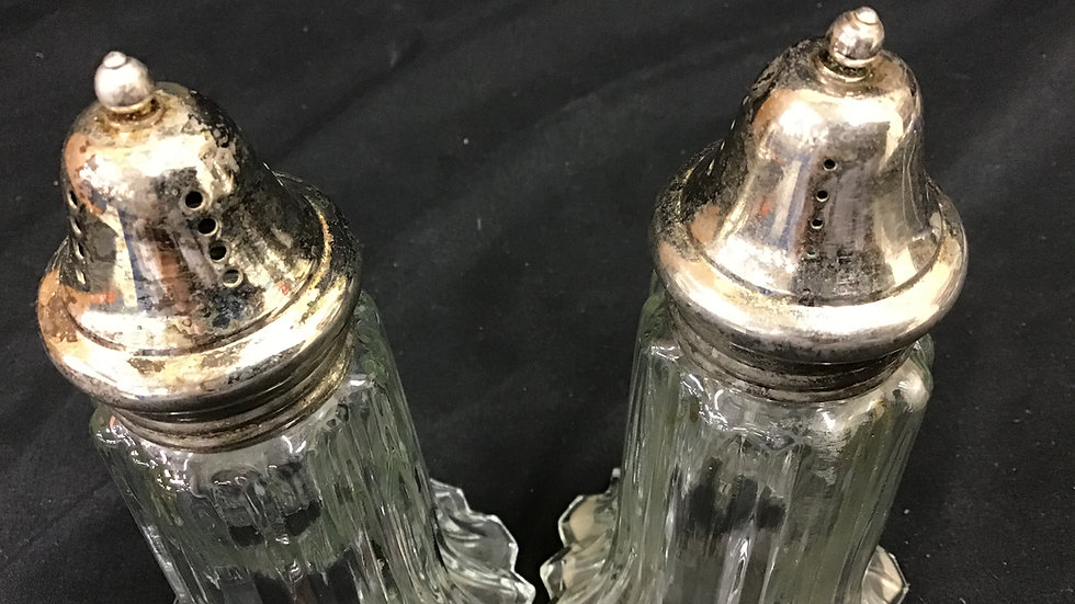 Glass salt and pepper shaker set