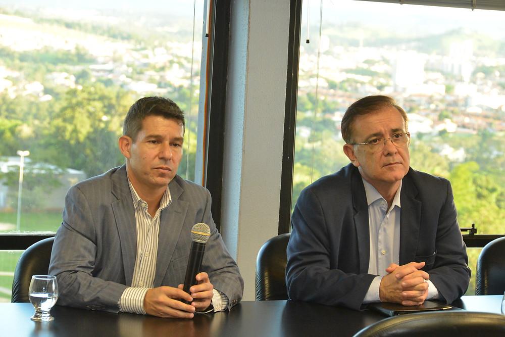 José Crespo com o gerente regional do Sebrae em Sorocaba, Alexandre Martins