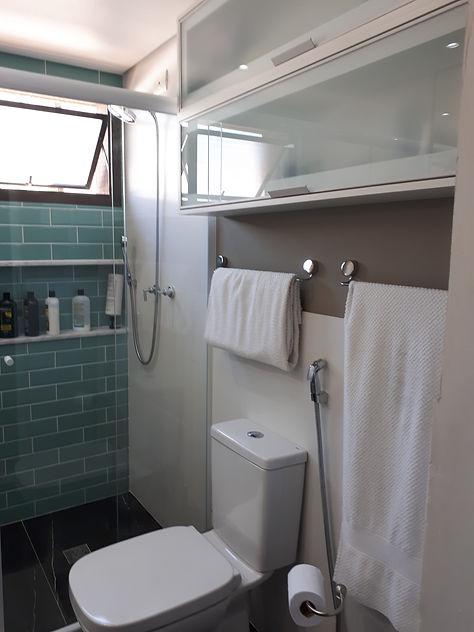 Banheiro do casal após a reforma