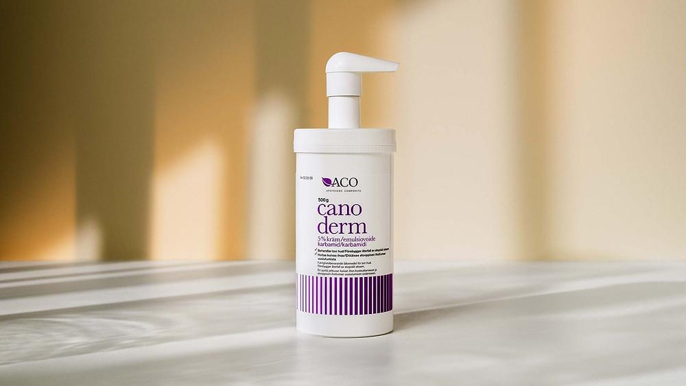 hudkrämen Canoderm från aco i 500 gram pump innehåller karbamid